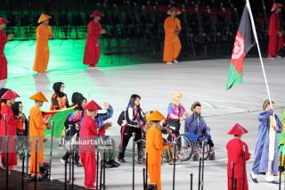 -Defile Atlet Afganistan dalam Upacara Pembukaan Asian Para Games 2018