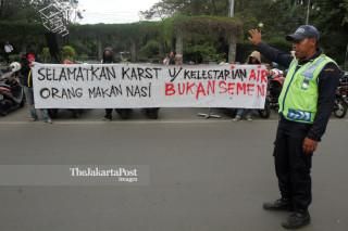 File: Aksi Solidaritas Penyelamatan Karst Rembang, Jawa Tengah