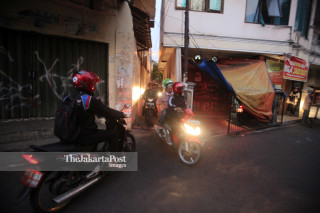 Daily life; Motorcycle pass through a narrow alley