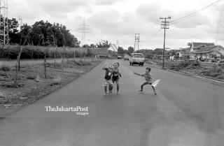 FILE : Mengejar Layangan (1984)