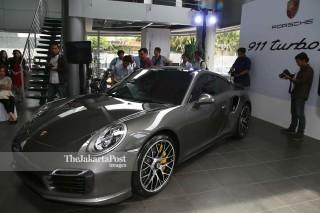 File: Porsche 911 Turbo S