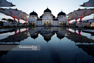 IDN: Baiturrahman Grand mosque.