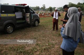 Pemakaman Staff Riset Foto The Jakarta Post Adi Purnama