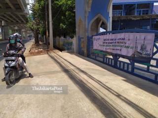 Masjid AlAzhar Bekasi Meniadakan Sholat Jumat