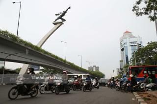 File: kondisi jalan di kawasan Patung Pancoran