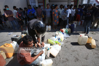 Antrean BBM di SPBU Jalan Sisingamangaraja Palu Sulawesi Tengah