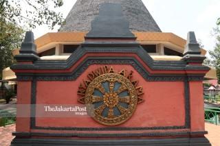 Wihara Vihara Buddha Arya Dwipa Arama di Taman Mini Indonesia Indah (TMII) Jakarta