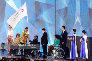Closing Asian Para Games 2018_Penyerahan Bendera Asian Paralympic Commitee