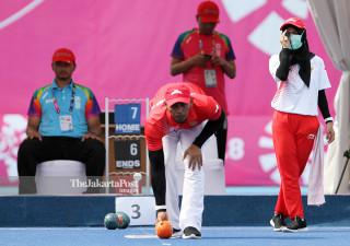 Suwondo melawan Euis Rahayu Efendi dalam Lawn Bowl