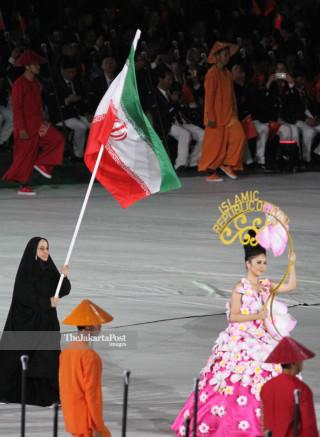 -Defile Atlet Iran dalam Upacara Pembukaan Asian Para Games 2018