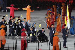 -Defile Atlet Brunai Darussalam dalam Upacara Pembukaan Asian Para Games 2018