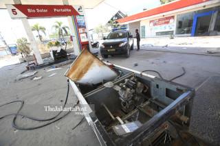 Mesin pengisian BBM roboh di SPBU di Kawasan Pantai Talise Palu Sulawesi Tengah