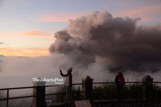 Wisatawan di Gunung Bromo
