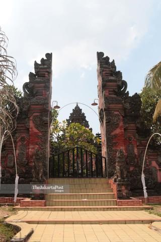 Pura Hindu Dharma Pura Penataran Agung Kertha Bumi di Taman Mini Indonesia Indah (TMII) Jakarta